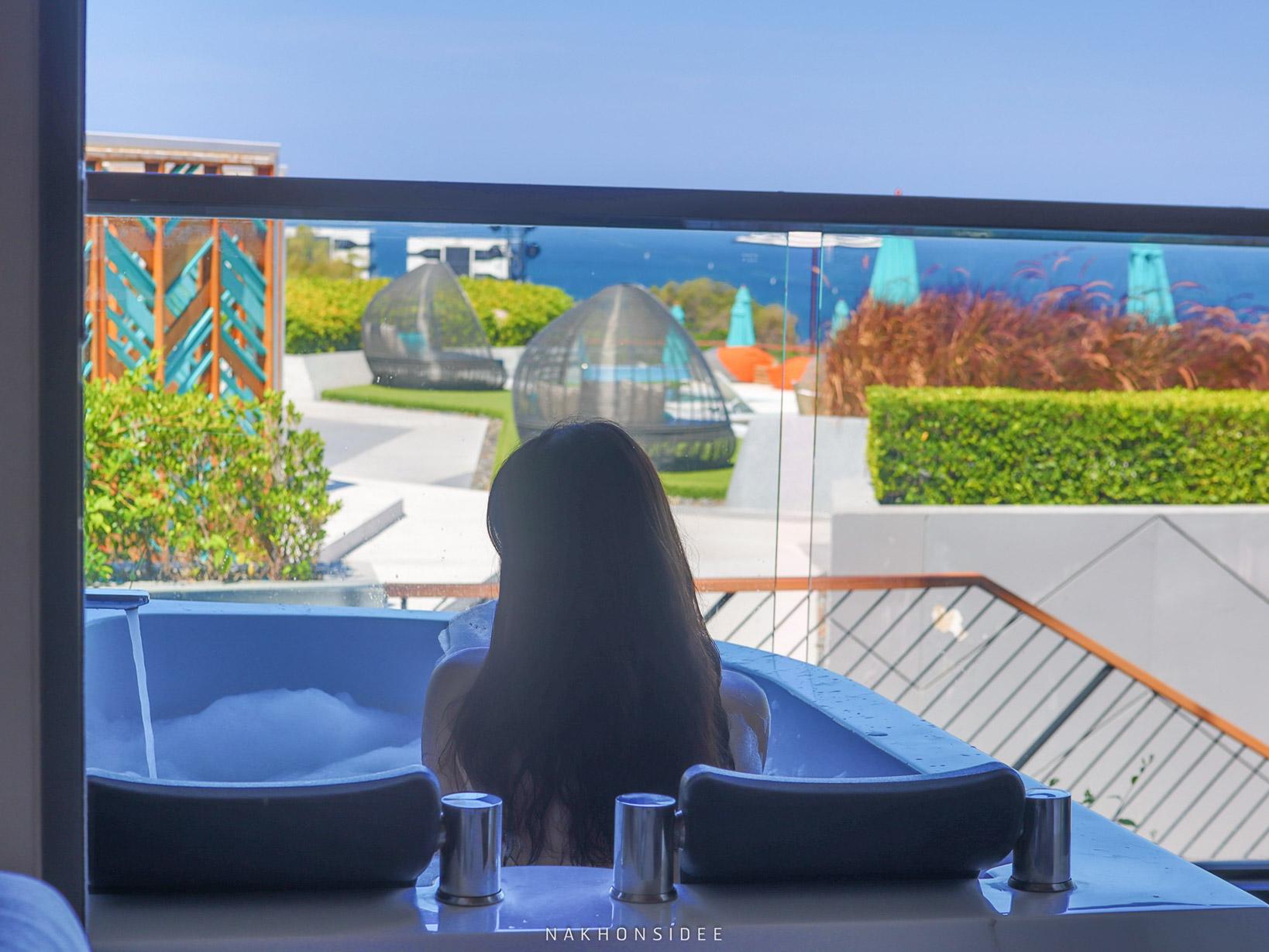 สระว่ายน้ำสุดสวย-พร้อมโซนนั่งเล่นครับ  thesis,kata,ที่พักภูเก็ต,phuket,หาดกะตะ,เดอะซิสภูเก็ต
