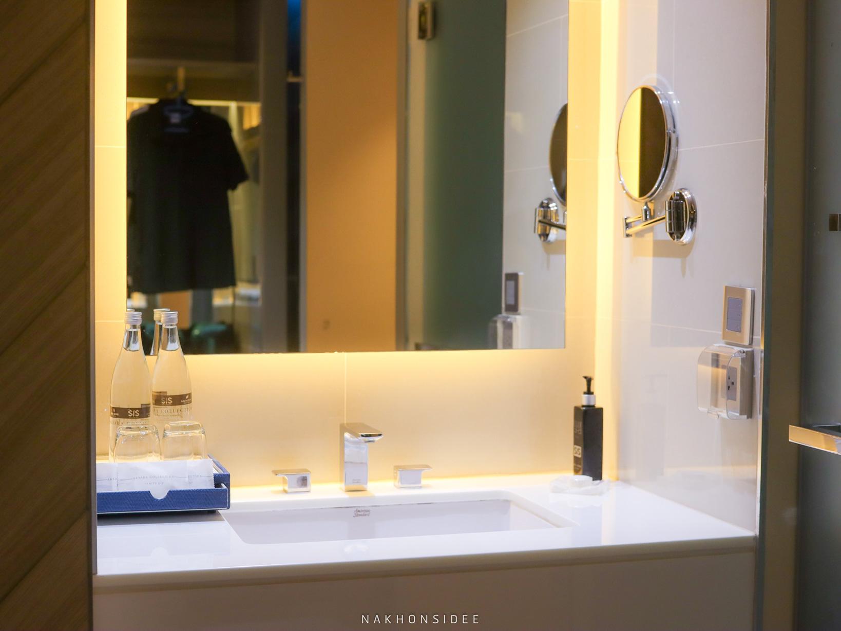 ห้องน้ำและโซนอ่างล้างหน้า-คือดีย์-ถ่ายกับกระจกก็สวยนะ  thesis,kata,ที่พักภูเก็ต,phuket,หาดกะตะ,เดอะซิสภูเก็ต