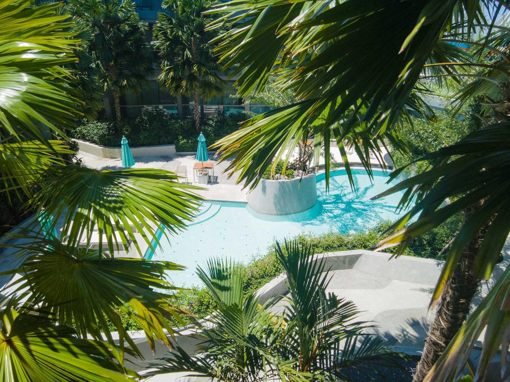 โรงแรมที่พักออกแบบสไตล์โมเดิร์น-มีจุดถ่ายรูปเพียบ--ทั้งโรงแรมเลยแหละ--สระว่ายน้ำมีหลายจุด-ทั้งแบบสระวิวทะเลสวยๆ-สระดาวกลางคืน-และสระส่วนตัวหลังห้อง-ดีย์ต่อจายยย  thesis,kata,ที่พักภูเก็ต,phuket,หาดกะตะ,เดอะซิสภูเก็ต