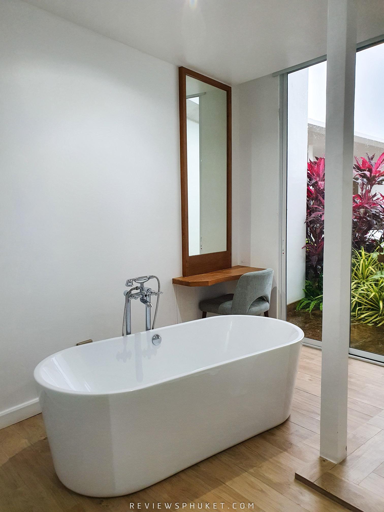 ที่พักสะดวกสบาย อ่างอาบน้ำแบบ-Open-สวยๆฟินๆ ที่พักหรูภูเก็ต,ยามู