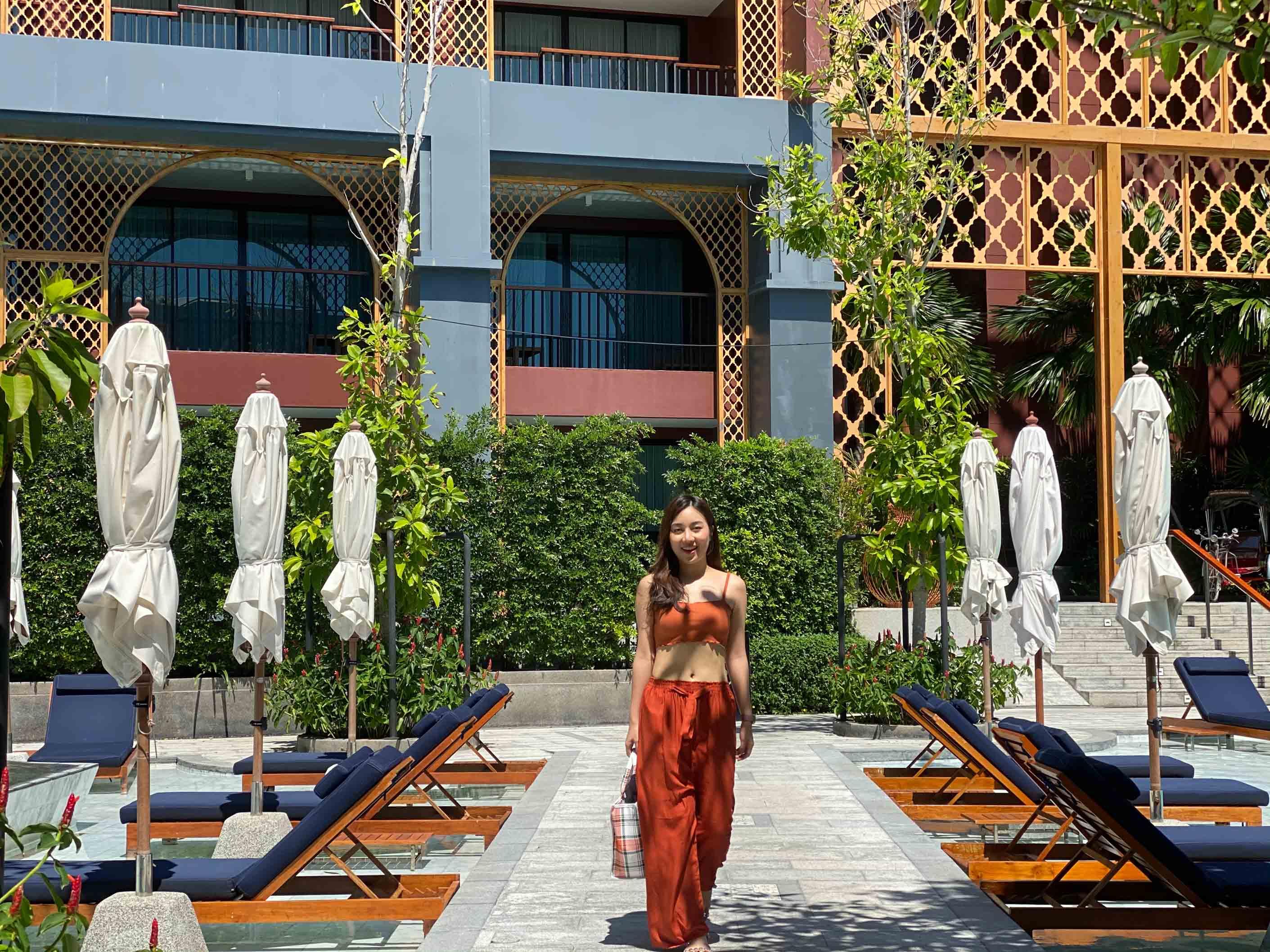 ที่พักออกแบบสวยๆ-สีน้ำเงินเข้ม-ปนสีน้ำตาล ถ้าลองดูการคุมโทนของโรงแรมจะเป็นสีนี้เลยครับ-บอกเลยว่าสวยงามมากก-ของจริงคือแบบเอ้อ-สีนี้สะดุดตาจริงๆเลยนะ avista,grande,phuket,karon,ที่พักภูเก็ต